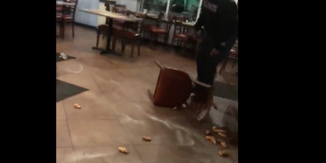 Fight broke out at a Brooklyn Center WINGS STOP ! Glazed Parmesan wings toss at customer.